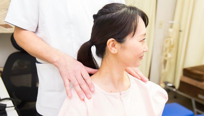 整体・カイロプラクティックで安全に首の矯正を行います
