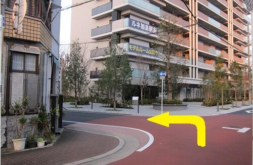 竹島東口を出て斜め右の道を入る