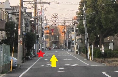 右の後編を通り越した向かいにあさひ整体院があります
